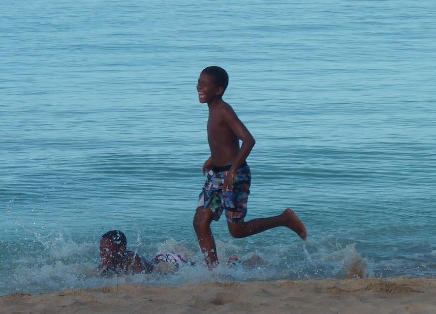 Enfants à la plage.JPG